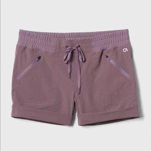 "GapFit 4"" Hiking Shorts in black plum"